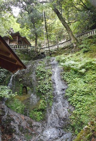 小沢寺の滝不動尊